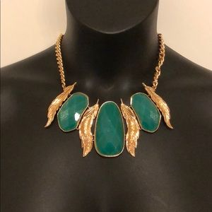 🍭 NWT! Statement necklace and earring set